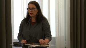 """dr Katarzyna Górniak, Konferencja pt. """"Efektywność działania samorządu terytorialnego – uwarunkowania prawne i społeczne"""" fot. ŚWIECZAK"""