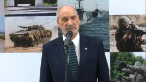 Antoni Macierewicz Minister Obrony Narodowej Targi Pro Defense 2016 w Ostródzie fot. ŚWIECZAK