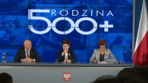 """Premier Beata Szydło podsumowała trzy miesiące funkcjonowania programu """"Rodzina 500+"""" fot. ŚWIECZAK"""