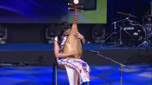 """Minzhuo (Shirley) GAO, Chiny II Międzynarodowy Festiwal Muzyczny Dzieci, Młodzieży i Dorosłych z Zaburzeniami Słuchu """"Ślimakowe Rytmy"""" fot. ŚWIECZAK"""