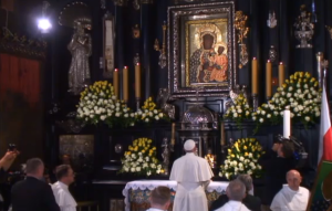 Papież Franciszek modlił się przed Cudownym Obrazem fot. ŚWIECZAK