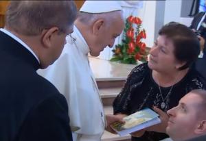 Modlitwa Franciszka przy relikwiach św. Siostry Faustyny Kowalskiej w Sanktuarium Bożego Miłosierdzia w Łagiewnikach fot. ŚWIECZAK