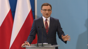 Zbigniew Ziobro Minister Sprawiedliwości, Prokurator Generalny Szydło: Walka z wyłudzającymi z budżetu i niepłacącymi podatków fot. ŚWIECZAK