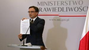 """Do trzech lat więzienia za """"polskie obozy zagłady"""" fot. ŚWIECZAK"""