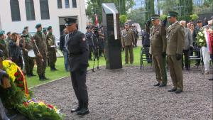 Odsłonięto Pomnik Lotników Alianckich w Parku Wolności Muzeum Powstania Warszawskiego fot. ŚWIECZAK