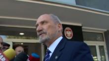 Szef MON Antoni Macierewicz przychylił się do wniosku rzecznika Bartłomieja Misiewicza fot. ŚWIECZAK