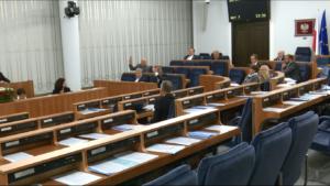 Prezes Andrzej Rzepliński przedstawił w Senacie informację o działalności TK w 2015 r. fot. ŚWIECZAK