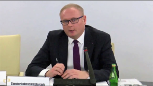 """Senator Łukasz Mikołajczyk, Komisja Praw Człowieka, Praworządności i Petycji Konferencja """"Doświadczenia stosowania ustawy o petycjach"""" fot. ŚWIECZAK"""