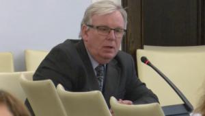 """Romuald Szewczuk Przedstawiciel Pani Pierwszej Prezes Sądu Najwyższego Konferencja """"Doświadczenia stosowania ustawy o petycjach"""" fot. ŚWIECZAK"""
